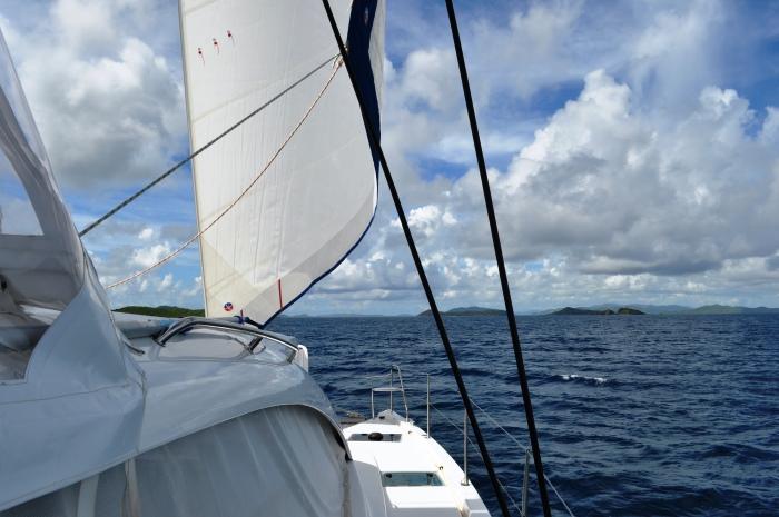 3.1A_ScrubIsland_Slide_9_Catamaran_Bareboat_Course_700x465