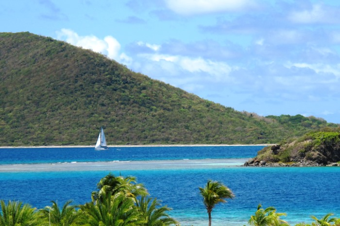 3.1_BVI_Slide_2_Cruising_in_BVI_700x465