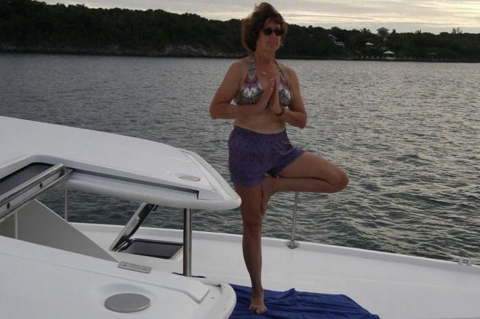 Blog4-Colgate-Offshore-Sailing-Adventures-Bahamas-yoga-aboard_700x465