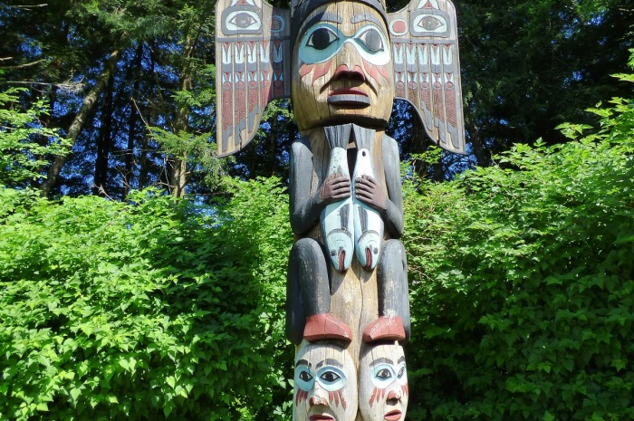 Wood-Carving-Statue-Gulf-Islands_700x465